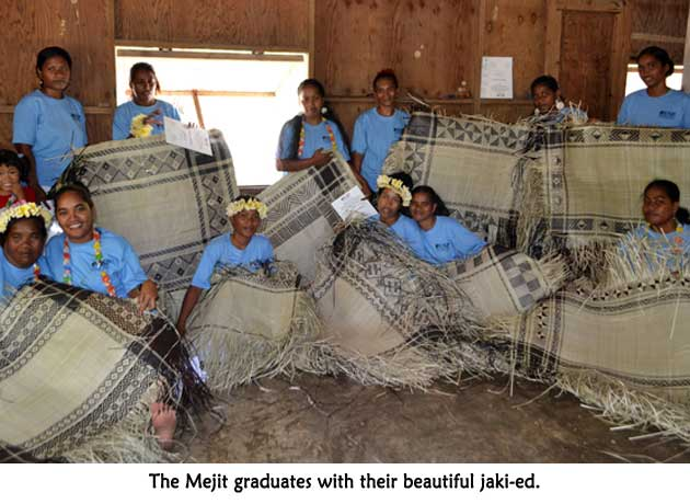 Mejit graduates with their beautiful jaki-ed